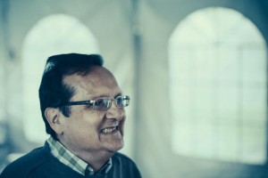 Daniel David Moses laughs at the work. Photo by Juan Camilo Palacio.